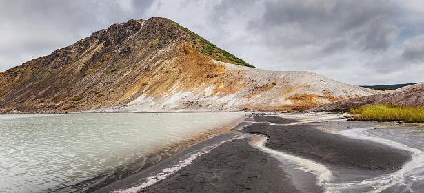 Active Volcano「The lake in the caldera of Golovnin volcano, Kunashir island, Russia」:スマホ壁紙(13)