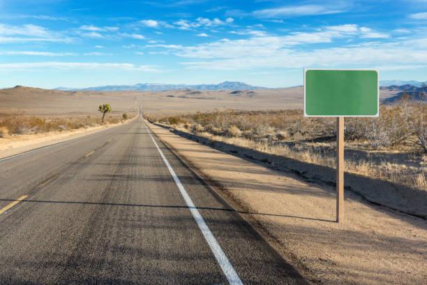 Blank sign on desert highway PC RM:スマホ壁紙(壁紙.com)