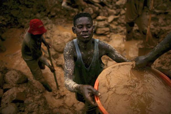 Manual Worker「Gold Rush Fuels DR Congo Crisis」:写真・画像(18)[壁紙.com]