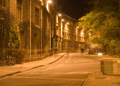 Unrecognizable Person「Magdalen East St Oxford at night」:スマホ壁紙(12)
