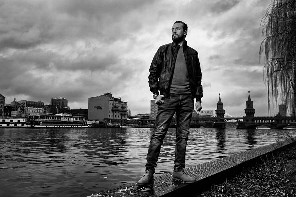 男性一人「Refugees In Berlin」:写真・画像(9)[壁紙.com]