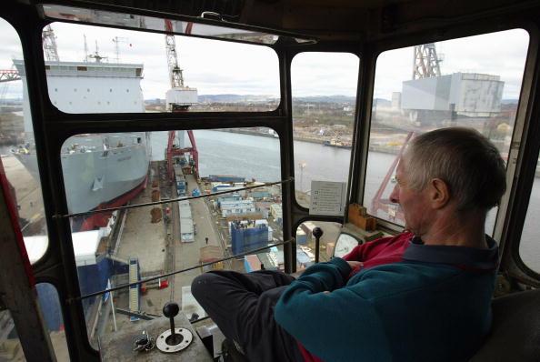 上半身「New Naval Ship Launch In Glasgow」:写真・画像(4)[壁紙.com]