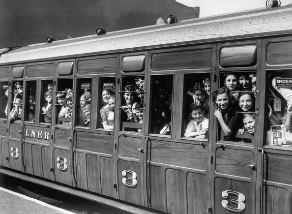 Train - Vehicle「Evacuated Children」:写真・画像(2)[壁紙.com]