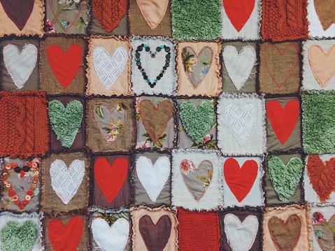 キルト「Quilt incorporating many varied colour love hearts」:スマホ壁紙(10)
