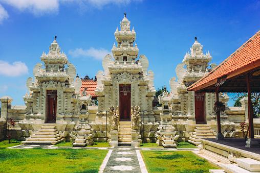 インド洋「インドネシア ・ バリ島で古代の伝統的なヒンドゥー教の宗教寺院」:スマホ壁紙(2)