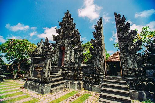 インド洋「インドネシア ・ バリ島で古代の伝統的なヒンドゥー教の宗教寺院」:スマホ壁紙(4)