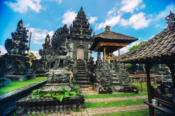 Ancient Traditional Hindu Religious Temple in Bali, Indonesia:スマホ壁紙(壁紙.com)