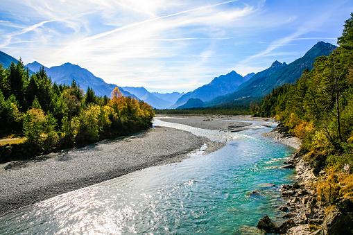 静かな情景「チロル Lechtaler アルプス、オーストリアの近くの秋の Lechriver」:スマホ壁紙(2)