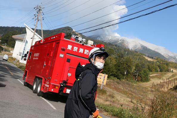 Ken Ishii「Rescue Work Continues After Mount Ontake Eruption In Japan」:写真・画像(4)[壁紙.com]