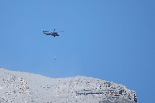 Ken Ishii「Rescue Work Continues After Mount Ontake Eruption In Japan」:写真・画像(7)[壁紙.com]