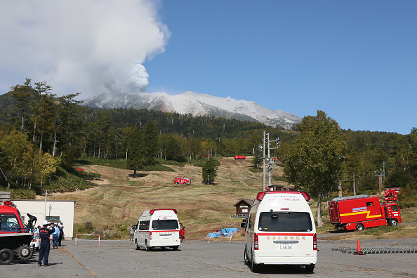 Ken Ishii「Rescue Work Continues After Mount Ontake Eruption In Japan」:写真・画像(6)[壁紙.com]