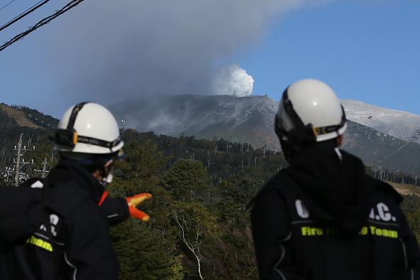 Ken Ishii「Rescue Work Continues After Mount Ontake Eruption In Japan」:写真・画像(3)[壁紙.com]