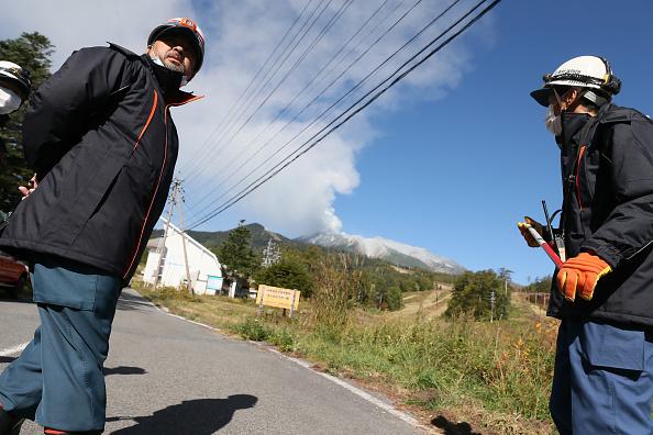 Ken Ishii「Rescue Work Continues After Mount Ontake Eruption In Japan」:写真・画像(5)[壁紙.com]