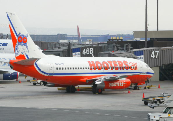 Wind「Hooters Air Takes Off From Newark」:写真・画像(2)[壁紙.com]