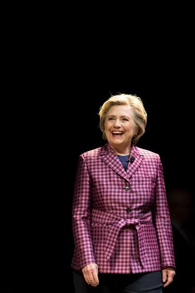 笑顔「Hillary Clinton Speaks At The Cheltenham Literary Festival」:写真・画像(19)[壁紙.com]