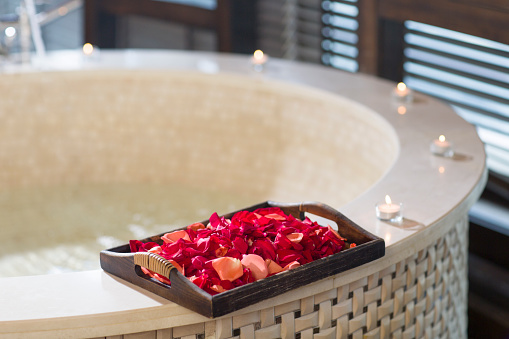 Health Spa「Rose petals and bathtub」:スマホ壁紙(13)