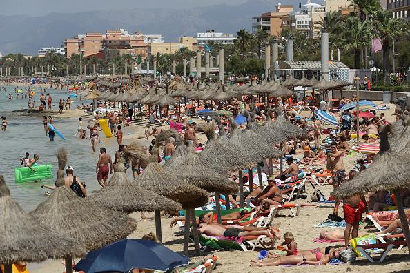 ビーチ「Party Tourists Flock To Mallorca's Ballermann Strip」:写真・画像(18)[壁紙.com]