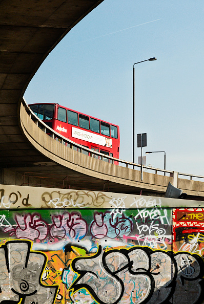 Bus「Grafitti on a wall under the flyover of the A40 Westway, West London, UK」:写真・画像(0)[壁紙.com]