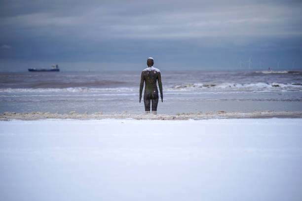 Antony Gormley「Cold Weather Front From Russia Brings Snow Across The UK」:写真・画像(13)[壁紙.com]