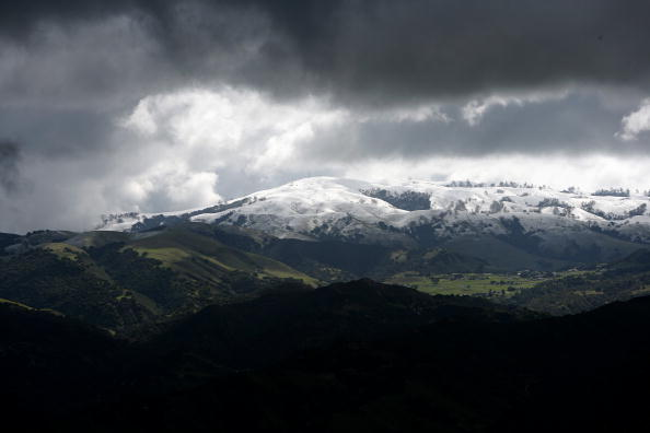 Snowcapped Mountain「Snow In California」:写真・画像(0)[壁紙.com]