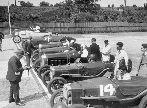 Brand Name「Cars on the start line for a motor race at Brooklands」:写真・画像(10)[壁紙.com]