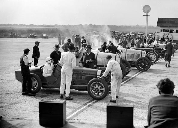 自動車レース「Cars on the start line, Surbiton Motor Club race meeting, Brooklands, Surrey, 1928」:写真・画像(5)[壁紙.com]