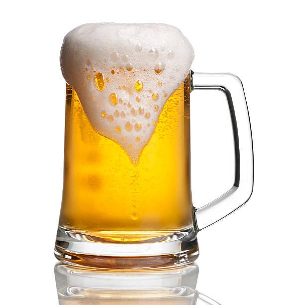 Beer glass with overflowing foam:スマホ壁紙(壁紙.com)