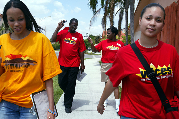 November「Canvassers Try To Registar Voters In Miami」:写真・画像(9)[壁紙.com]
