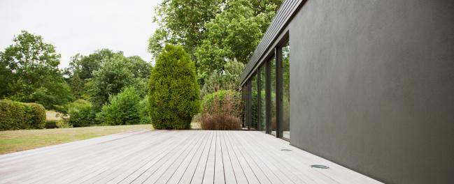 Outdoors「Patio and backyard of modern house」:スマホ壁紙(6)