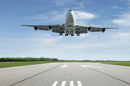 Approaching「jumbo jet airplane landing」:スマホ壁紙(16)