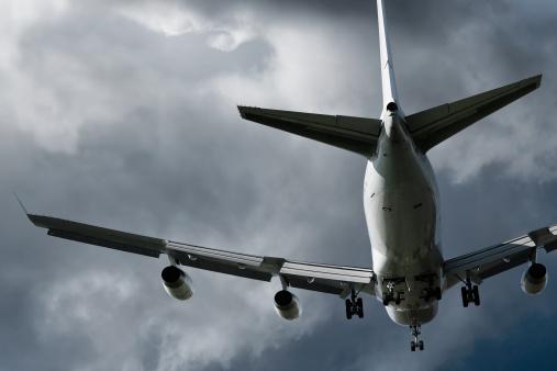 Microburst「jumbo jet airplane landing in storm」:スマホ壁紙(15)