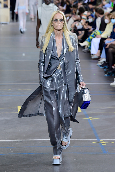 Catwalk - Stage「Off-White : Runway - Fall/Winter 2021/2022 - Paris Fashion Week」:写真・画像(5)[壁紙.com]