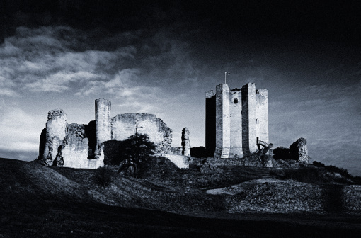 Circa 13th Century「AbandonedConisborough Castle, Black and White」:スマホ壁紙(12)