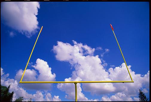 Goal Post「Football Goal Posts Against Sky」:スマホ壁紙(12)