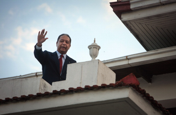 "Architectural Feature「Former Exiled Dictator ""Baby Doc"" Duvalier Holds News Conference」:写真・画像(12)[壁紙.com]"