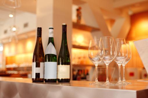 Wine「ワインテイスティングで、トレンディーなニューヨークのバー」:スマホ壁紙(16)