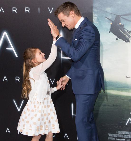 "Regency Style「Premiere Of Paramount Pictures' ""Arrival"" - Arrivals」:写真・画像(5)[壁紙.com]"