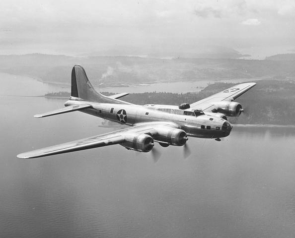 Archival「Flying Fortress」:写真・画像(8)[壁紙.com]