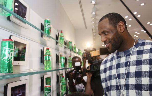 Elf「LeBron James Introduces Sprite 6 Mix By LeBron James In Miami」:写真・画像(17)[壁紙.com]