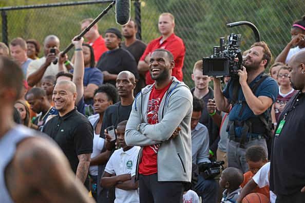 Outdoors「Sprite, LeBron James Unveil Refurbished Basketball Court In Akron」:写真・画像(14)[壁紙.com]