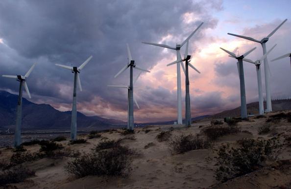 Palm Springs - California「Storm Eases Over Windfarms」:写真・画像(11)[壁紙.com]