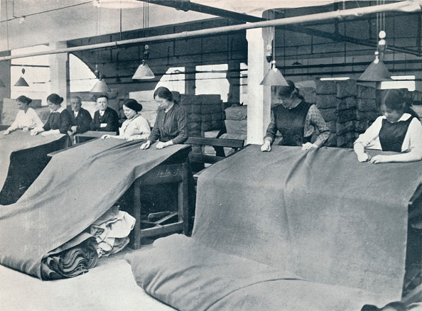 Textile Industry「The Making of khaki: examining the finished cloth, c1914.」:写真・画像(10)[壁紙.com]