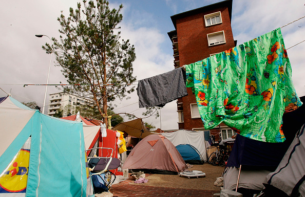 Tent「Immigrants Live In Tented City Outside Paris」:写真・画像(6)[壁紙.com]