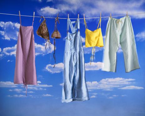 デジタル合成「Clothes hanging from clothesline (composite)」:スマホ壁紙(2)