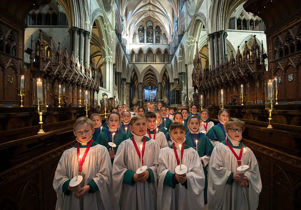 Cathedral「Salisbury Choristers Prepare For Their Christmas Services」:写真・画像(11)[壁紙.com]