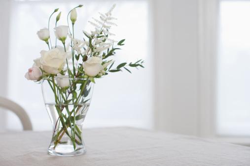 Bouquet「Flowers in vase on table 」:スマホ壁紙(6)