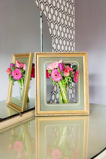 Flowers in a picture frame:スマホ壁紙(壁紙.com)