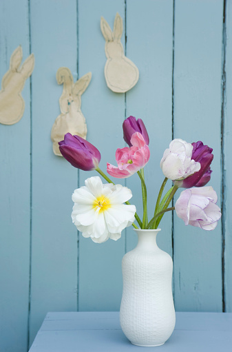 Rabbit「Flowers in a vase and self-made Easter decoration on wall」:スマホ壁紙(0)