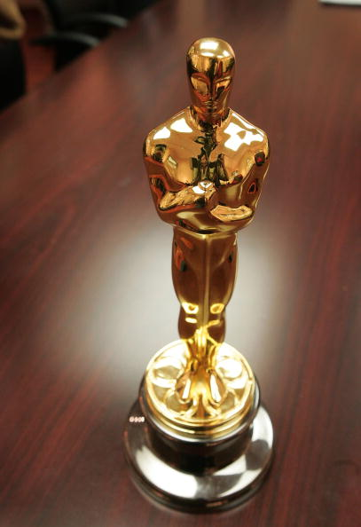 Table「Oscar Statuettes Cast Ahead Of Academy Awards」:写真・画像(15)[壁紙.com]