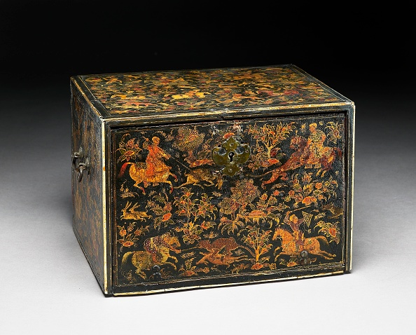 Antique「Writing Cabinet Decorated With Hunting Scenes」:写真・画像(15)[壁紙.com]